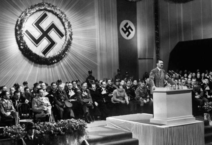 Esvástica Nazi - Inclinada