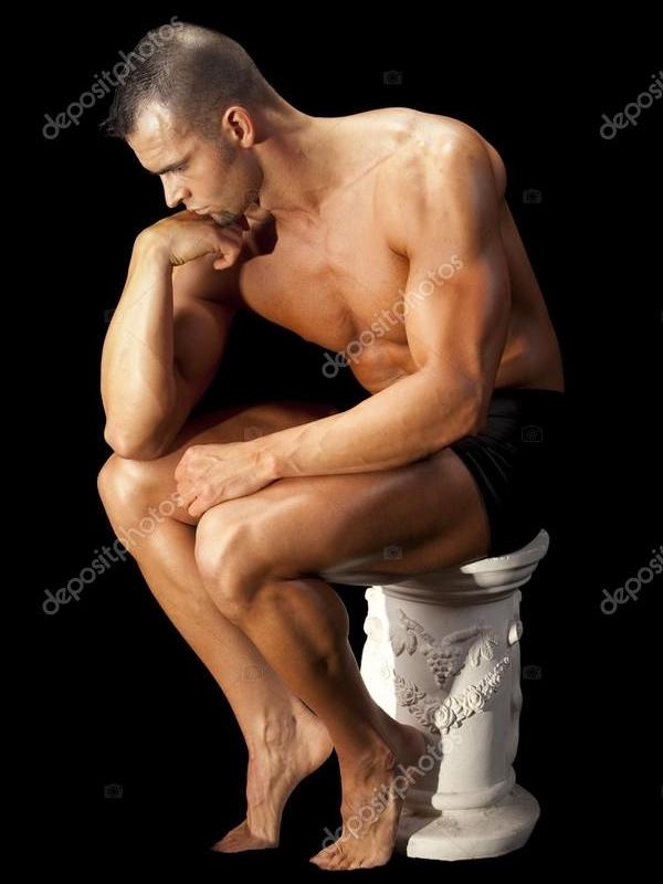 Hombre posando 1 - El Pensador