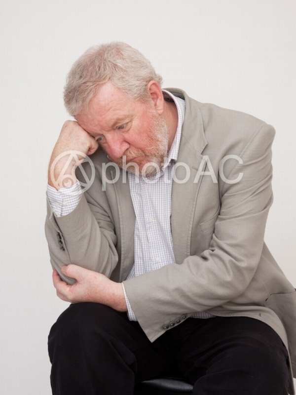 Hombre posando 4 - El Pensador